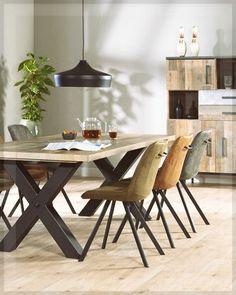 Eetkamerstoel Bliss Moss: deze mosgroene kuipstoel van Budget Home Store. Bliss is een moderne eetstoel voor aan jouw eettafel. Met Bliss eetkamerstoelen haal je eigentijds design in huis. De trendy kuip geeft comfort en de strakke stoelpoten van zwart staal luchtigheid. Eetkamerstoelen met zo'n uiterlijk passen bij veel woonstijlen. #stoel #chairs #eetkamerstoel #eetkamer #eethoek #diningroom #diningarea #inspiratie #styling Dining Area, Chair, Table, Furniture, Home Decor, Recliner, Homemade Home Decor, Decoration Home, Home Furniture