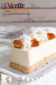 Semifreddo alle mandorle 2 Cheesecake Desserts, Frozen Desserts, Frozen Treats, No Bake Desserts, Delicious Desserts, Sweet Recipes, Cake Recipes, Dessert Recipes, Almond Ice Cream