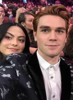 Love this show Lovers💕 Watch Riverdale, Riverdale Cw, Archie Comics, Archie Andrews Aesthetic, Riverdale Archie And Veronica, Verona, Camilla Mendes, Riverdale Cole Sprouse, Camila