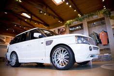 White Range Rover <3