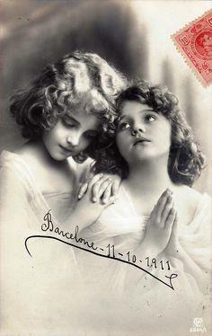 Praying girls, 1911