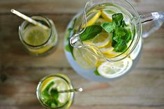 Make yourself Sassy water which if combined with proper nutrition and five smaller meals a day, will have a fatal result on fat stomach. Sassy-water is a key ingredient of the diet for a flat stomach ('Flat Belly Diet') that was designed by the. Lemon Mint Water, Lemon Lime, Fresh Mint, Lemon Basil, Foot Remedies, Natural Remedies, Stevia, Sassy Water, Bebidas Detox