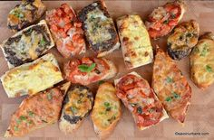 sandvisuri calde de casa Bruschetta, Cheddar Cheese, Vegetable Pizza, Sandwiches, Food And Drink, Cooking, Ethnic Recipes, Party, Home