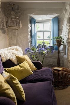 Albastru, galben și mov în decorul rustic al unei case din Marea Britanie | Jurnal de Design Interior