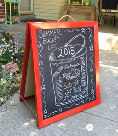 Create your own chalkboard art signs for any event with this SUPER easy DIY Chalkboard Easel made from some old picture frames! Chalkboard Easel, Chalkboard Ideas, Diy Furniture Building, Sidewalk Chalk Art, Old Picture Frames, Star Diy, Chalk It Up, Summer Bucket Lists, Easy Diy