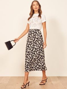 Womens Fashion Tops That Fit Any Occasion Style Casual, My Style, Midi Length Skirts, Midi Skirts, Boho Skirts, Moda Casual, Skirt Outfits, Work Outfits, Summer Outfits