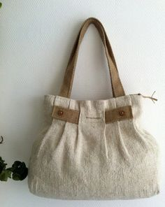 I used antique linen for this pleated bag, it has great quality, although its more then 100 years old. The fabric has a beautiful texture and the burlap trimming and straps match perfectly with the warm off-white color of the linen.    The size of this bag makes it very versatile.    The bag is fully interfaced.    Lined with a lovely Japanese cotton.    Bottom is extra reinforced to prevent sagging.    Inside 4 pockets, pencil pocket and a key holder.    I used a zipper to close the bag…