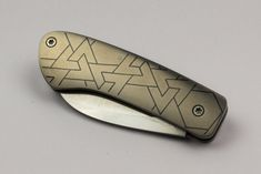 Slipjoint folding knife with Titanium scales and shakudo inlay. Designed, fabricated, and engraved by Dietrich Podmajersky. Folding Knives, Knifes, Hobbies, Storage, Design, Knives, Purse Storage, Butterfly Knife, Larger