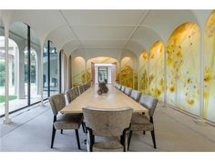 The large formal dining room - Built in 10210 Strait Lane is the only house in Dallas designed by influential American architect Philip Johnson. Philip Johnson, Luxury Dining Room, Dining Rooms, Dining Area, Johnson House, Contemporary Barn, Minimalist Apartment, Best Dining, Shop Interiors