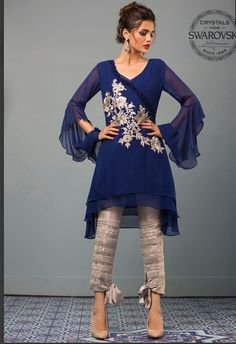 Check the new Zainab Chottani Summer Collection for Top zainab chottani summer dresses by Styleglow editors. Amazing & stylish dresses in lawn, formals, & pret in the unstitched and ready-to-wear for girls & women. Pakistani Fashion 2017, Pakistan Fashion, Pakistani Outfits, Indian Outfits, Indian Fashion, Stylish Dresses, Casual Dresses, Fashion Dresses, Look Short