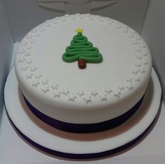 Simple classic Christmas cake idea