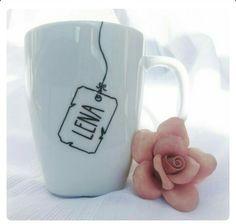 Tea bag tag sharpie mug Sharpie Crafts, Sharpie Art, Sharpies On Mugs, Mug Crafts, Homemade Gifts, Diy Gifts, Mug Diy, Diy Becher, Painted Mugs
