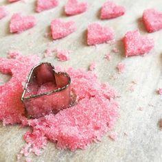 Bonne Saint-Valentin ❤ cœurs en sucre #saintvalentin #valentine #valentine2017 (en manque d'idées, allez voir notre tableau Valentin's day food sur Pinterest cuisine de Meme Moniq) N'hésitez pas à nous demander la recette, nous la publierons dans notre blog http://cuisine-meme-moniq.com/