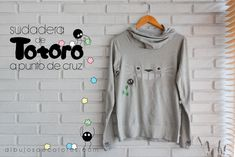 Sudadera bordada a punto de cruz Tela Soluble En Agua, Totoro, Long Sleeve, Sleeves, Mens Tops, T Shirt, Ideas Para, Diy, Fashion