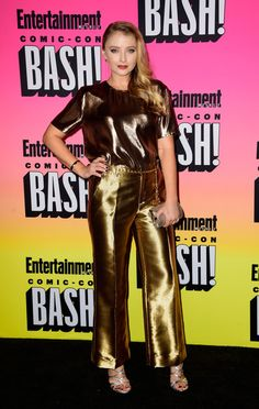 Actress Elisabeth Harnois attends Entertainment Weekly's Comic-Con Bash held at Float, Hard Rock Hotel San Diego on July 2016 in San Diego, California sponsored by HBO. Entertainment Center Makeover, Entertainment Stand, Entertainment Weekly, Elisabeth Harnois, Hard Rock Hotel, Fun Snacks For Kids, Healthy Recipes For Weight Loss, Kids Videos, Old Tv