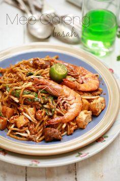 masam manis: Mee Goreng Basah Asian Recipes, New Recipes, Cooking Recipes, Ethnic Recipes, Noodle Recipes, Shrimp Recipes, Mie Goreng Recipe, Malaysian Food, Malaysian Recipes