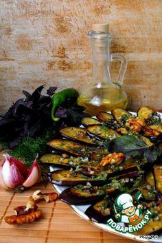 """Баклажаны под острым """"зеленым"""" соусом с орехами - кулинарный рецепт"""