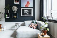 диван картины высокий плинтус