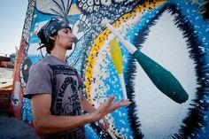 TURISMO EN CIUDAD JUÁREZ te comenta que con motivo de la celebración del Día Internacional del Malabarismo, el pasado viernes 19 de Junio, artistas urbanos y colectivos realizaron una exhibición en la explanada del Mercado Juárez. Los artistas circenses urbanos de Juárez, ofrecieron competencia de malabares y continuó con una exhibición de ciclistas en monociclo. #visitachihuahua