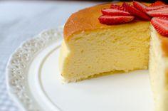 Prăjitură demențială cu doar trei ingrediente! E gata imediat, dar o să-ți placă garantat! (VIDEO)   Food a1.ro