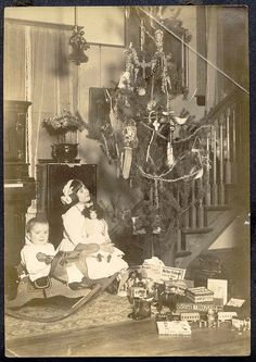Christmas 1909...wow...how simple & moderate, no department store display here...and the children appear happily content. Could it be true, less is more?