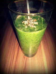Green Smoothie (banana, kiwi, baby spinach and floaxseed)