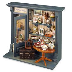 miniature rooms Dollhouse antique shadow box display in scale by Reutter Porzellan Vitrine Miniature, Miniature Rooms, Miniature Crafts, Miniature Houses, Miniature Furniture, Miniature Christmas, Dolls House Shop, Mini Doll House, Shadow Box Art