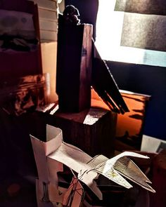 Goodmorning first light in the studio Louis Vuitton Twist, One Light, Good Morning, Shoulder Bag, Sculpture, Lights, Studio, Paper, Wood