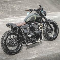 Another cool Triumph Scrambler / Brat build from the boys over at Zeus Customs ---------------------------------------------------- Builder… Triumph Cafe Racer, Triumph Street Scrambler, Triumph Street Twin, Triumph Bikes, Moto Bike, Cafe Racer Motorcycle, Girl Motorcycle, Triumph Scrambler Custom, Classic Triumph Motorcycles
