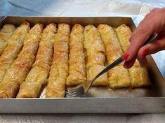 Greek Sweets, Greek Desserts, Greek Recipes, Desert Recipes, Light Recipes, Vegan Recipes, Cooking Recipes, Sweet Buns, Sweet Pie