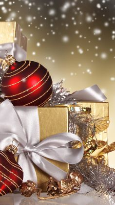 christmas balls new year balls box gifts photo Christmas Balls, Christmas Art, Christmas Photos, Christmas And New Year, All Things Christmas, Vintage Christmas, Christmas Holidays, Christmas Decorations, Christmas Ornaments
