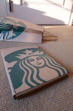 こちらもスターバックスのデザイン。ノートの大きさに合わせて切り、巻きつければ完成です。ペーパーバッグがこんなに可愛いノートに変身!
