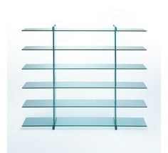Teso is a bookshelf open on two sides with shelves and uprights in float glass thickness respectively of 15 mm and 25 mm. Chromed metal ties. The tension, thanks to the high compression ratio of the glass makes the bookcase a single block.