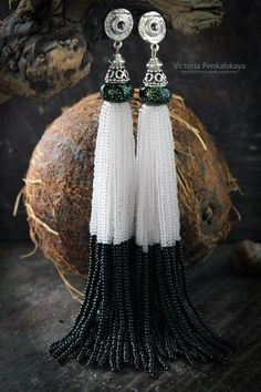 This Pin was discovered by San Seed Bead Earrings, Diy Earrings, Heart Earrings, Tassel Earrings, Beaded Necklace, Handmade Beaded Jewelry, Tassel Jewelry, Jewelery, Beads Pictures