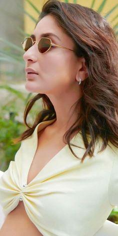 Indian Bollywood Actress, Bollywood Actress Hot Photos, Beautiful Bollywood Actress, Most Beautiful Indian Actress, Bollywood Fashion, Indian Actresses, Actress Photos, Kareena Kapoor Bikini, Kareena Kapoor Pics