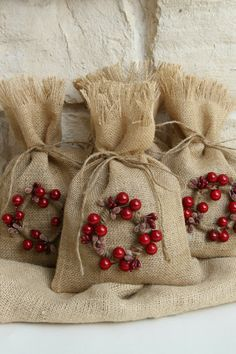 Be unique this Christmas with these reusable gift bags.    They would be great for small gifts, treat bags or for favor bags at your Christmas