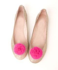 Pom pom shoe clips! Totally making these!