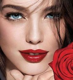 I wish I were brave enough to wear red lipstick... <3 it!
