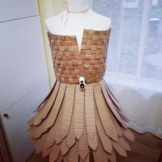 """35 mentions J'aime, 5 commentaires - Aline (@alinescardboard) sur Instagram : """"Time to adjust the top of my cardboard dress! #alinescardboard #cardboard #trashfashion #recycledart"""""""