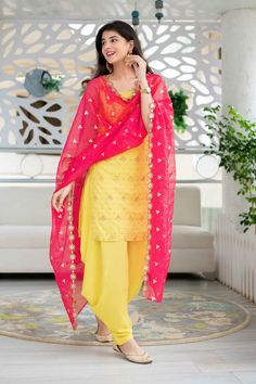 Pakistani Dresses Casual, Indian Fashion Dresses, Dress Indian Style, Indian Outfits, Indian Gowns, Stylish Dresses For Girls, Stylish Dress Designs, Unique Outfits, Kurti Designs Party Wear