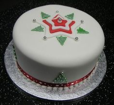 62 Awesome Christmas Cake Decorating Ideas and Designs - Page 7 of 62 - SeShell Blog