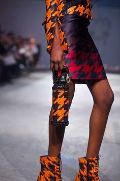 """Defilé On Aura Tout Vu Couture Printemps-Eté 2012 houndstooth- """"High Light Fire"""""""