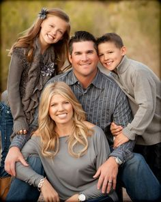 What to Wear in Family Pictures by Color--GRAY. Over 100 ideas in all colors. Family Photography Clothes