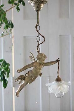 可愛らしい妖精の吊り下げランプ