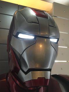 Iron Man Hulkbuster, Iron Man Suit, Batman Universe, War Machine, Mens Suits, Superhero, Fictional Characters, Suits, Dress Suits For Men