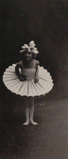 "Lis Beyer costume for ""La fête blanche, March 20, 1926."