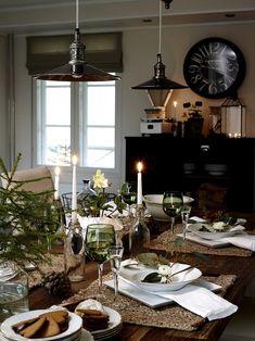 5 vinkkiä, joilla luot satumaisen kauniin joulun luonnonmateriaalein Hygge, Handmade Christmas Decorations, Fall Table, Christmas Home, Merry Christmas, Holiday Tables, Home Photo, Farmhouse Table, Table Settings