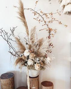 Love this dried flower display, perfect for a Rustic Minimalist Wedding theme🍂