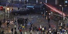 அர்ஜென்டினாவில் கால்பந்து போட்டியின் கலவரம்: மிளகு ஸ்பிரே அடித்து கலவரக்காரர்கள் கலைப்பு | The riot of football match in Argentina: Pepper Spray and dissipate rioters   அர்ஜென்டினா: அர்ஜென்டினாவில் கால்பந்து போட்டியின் ... Check more at http://tamil.swengen.com/%e0%ae%85%e0%ae%b0%e0%af%8d%e0%ae%9c%e0%af%86%e0%ae%a9%e0%af%8d%e0%ae%9f%e0%ae%bf%e0%ae%a9%e0%ae%be%e0%ae%b5%e0%ae%bf%e0%ae%b2%e0%af%8d-%e0%ae%95%e0%ae%be%e0%ae%b2%e0%af%8d%e0%ae%aa%e0%ae%a8%e0%af%8d/