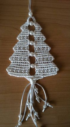 (1) Facebook Macrame Knots, Micro Macrame, Macrame Jewelry, Crafts To Make And Sell, Diy And Crafts, Crochet Snowflake Pattern, Macrame Curtain, Crochet Christmas Ornaments, Homemade Ornaments